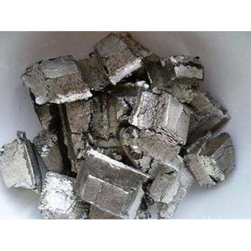 Europium métal 99,99% métal pur Elément Eu 63 Métaux rares,  Métaux rares